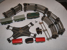 Hornby, France - scale 0 - complete track with mechanical Locomotive BB8051 with spring engine, carriages, metal rails, 50 years