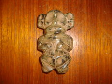 Taino Culture - Greater Antilles Hispaniola - sculpted and polished Zémi stone of a shiny green colour - 70 mm x 42 mm