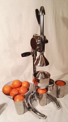 Piero Boboli Florence's design - Professional, beautiful lemon squeezer with 3 (stainless steel) cups - very large, heavy peculiar model - 21st century - in perfect condition.