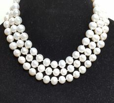 Long necklace made of large fresh water cultured pearls - No reserve price.