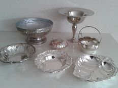 Collection of 7 several bowls and dishes.
