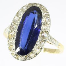 Oval sapphire and diamond bicolour gold birthstone ring - anno 1920