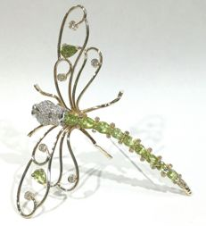 Dragonfly-shaped brooch / pendant in 18 kt gold with diamonds and peridot