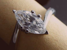 14 kt white gold ring with a 0.80 ct marquise cut diamond *** No minimum price ***