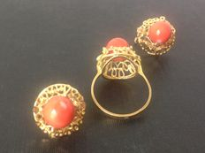 Women's jewellery set with coral - 18kt gold