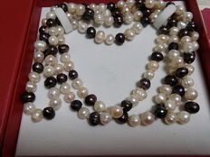Necklace with black and white baroque pearls Fresh water