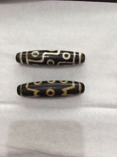 Two agate Dzi beads - Tibet - late 20th century
