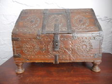 Indian wooden wedding chest – Rajasthan, India – Late 19th century