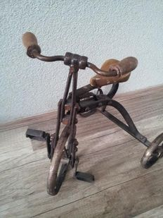Fine metal tricycle