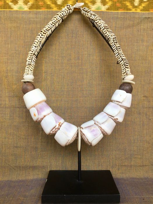 Vintage kina shell necklace Papua-style - Indonesia