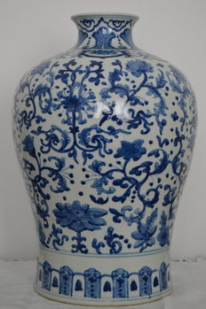 A blue and white meiping style vase - China - second half 20th century