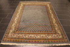 Magnificent handwoven Oriental palace carpet, Sarough Mir, 175 x 240 cm, made in India, excellent highland wool around 1990