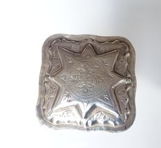 Silver peppermint box, square box with raised lid in the shape of a star, Netherlands, 1883