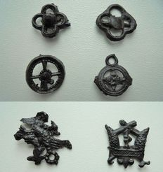 6 medieval pilgrim insignes with wearing pin, flower type - (6)