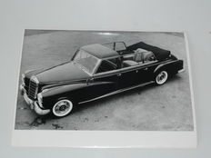 """One for the Pope"" - and a lot of 45 other, original black-and-white Mercedes-Benz press-photos, size appr. 18 x 24 cm"