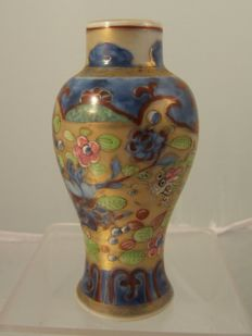European decorated (clobbered) porcelain vase - China - 18th ( Kangxi period)