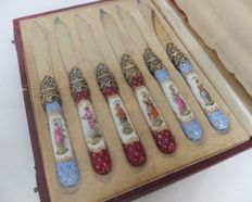 Set of 6 fruit, cheese, dessert knives in hand painted porcelain with silver gilded blades, Germany, early 19th century in original box