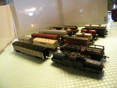 Jouef H0 - E-locomotive BB-13001 + 16 various carriages of the SNCF