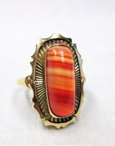Gold ring with large striped agate – 14 kt