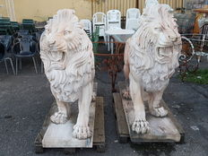 Pair of large pink marble lions with base - looking to the left and to the right - half of the 20th century.