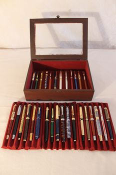 30 exclusive collector's fountain pens in its wooden box with red velvet and glass