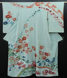 Silk kimono decorated with handpainted decoration - Japan - second half 20th century