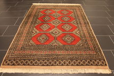 Magnificent hand-knotted Oriental carpet Buchara Jomut silk shine. 125 x 185 cm. Made in Pakistan, mid-20th century.