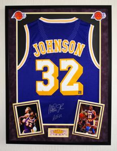 "Earvin ""Magic"" Johnson - Original signed and framed LA Lakers Jersey + COA Authentic Signings with photo of the signing session."