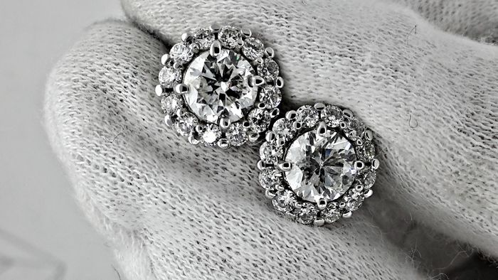 3.02 ct round diamond earrings 14 kt white gold