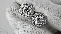 3.02 ct round diamond earrings 18 kt white gold