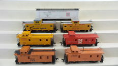AHM/Athearn/Rivarossi H0 - 1252/3019/5345/5368/5369 - 7 Caboose and refrigerator  carriages of the Chessie System (B&O), General American Refrigerator Express, New Haven, Seaboard Coast Line and Union Pacific