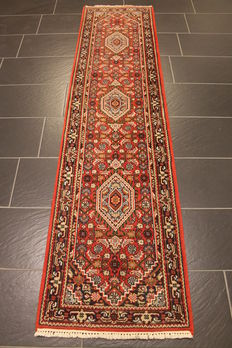 Distinguished hand-woven oriental carpet, Indo Bidjar Herati 63 x 250 cm, made in India at the end of the 20th century