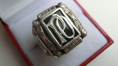 Antique silver signet ring with the initials P O in gold.