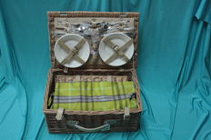 Luxury 4 person picnic basket
