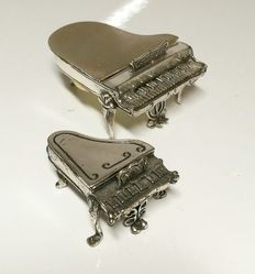 Pair of Miniature pianos in silver, Italy, 20th c.