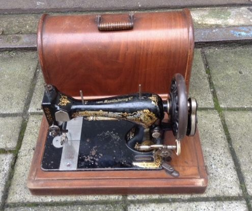 how to open a wooden singer sewing machine