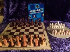 5 chess sets, including 1 for beginners with course book