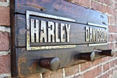 Old coat hanger garage style - HD wood art - anni '80