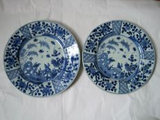 Two hand-painted porcelain plates - China - 18th century (Kangxi period)