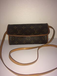 Louis Vuitton – Twin Pochette  – crossbody / shoulder bag / Clutch