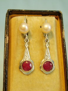 Earrings with authentic natural rubies in total approx. 2 ct and authentic pearls