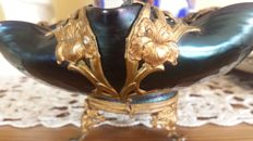 Loetz - Bowl in iridescent glass with a gilt bronze mount