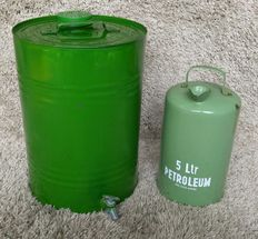 Oil can and petroleum can - Ca. 1950, the Netherlands,