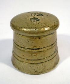 Pre-metric brass block weight - 1 Amsterdam pound - Anno 1776