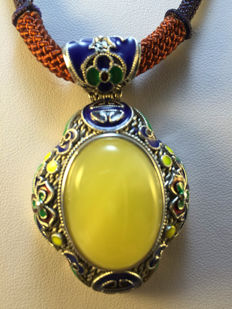 925 silver cloisonné enamel and amber pendant, weight 25.6 grams.