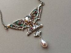Art Nouveau Style silver necklace with a lady, in enamelled glass, freshwater pearl and ruby