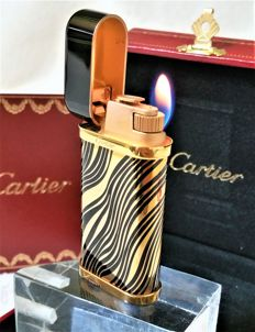 Le Must de Cartier Tiger model lighter - Paris France - Decoration: 24 ct yellow gold & black Chinese lacquer PGF.