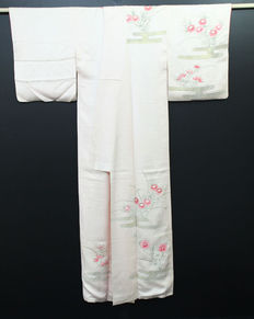 Silk kimono decorated with handpainted decoration and Yuzen - Japan - second half 20th century