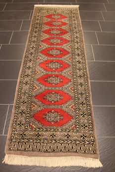 Magnificent hand-knotted Buchara Jomut Oriental carpet, silk shine. 75 x 250 cm. Made in Pakistan, mid-20th century.