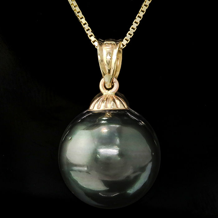 14kt gold pendant set with Tahitian black pearl 12mm x 11.9mm **no reserve price**